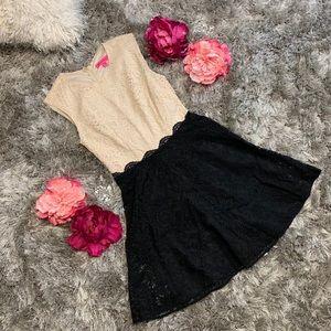🎄✨Betsey Johnson Lace Two Tone Dress Women size 4